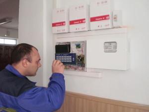 Фото Проверка и тестирование пульта управления и контрольно-приемной панели