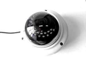 Что лучше – видеокамера уличная с ИК подсветкой или датчик движения